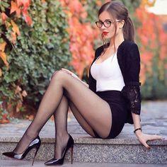 Women With Beautiful Legs, Lovely Legs, Great Legs, Mode Outfits, Sexy Outfits, Women Legs, Sexy Women, Looks Pinterest, Perfect Legs