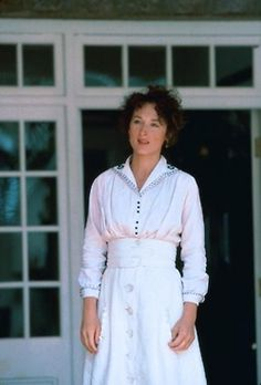 Meryl Streep 'Out of Africa'. Elegant Period costuming.