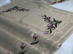 Fotoğraf açıklaması yok. Napkin Folding, Bargello, Fabric Crafts, Napkins, Cross Stitch, Embroidery, Blog, Stitching, Hardanger