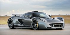 The Hennesey Venom GT went into production in 2012 by US car manufacturer Hennessey Performance Engineering. The car holds a number of speed world records. Luxury Car Brands, Top Luxury Cars, Hennessey Venom Gt, Used Car Prices, Exotic Sports Cars, Exotic Cars, Latest Cars, Ford Gt, Sexy Cars