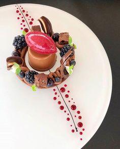 Gourmet Food Plating, Gourmet Recipes, Dessert Recipes, Food Plating Techniques, Dessert Presentation, Fancy Desserts, Dessert Decoration, Snacks Für Party, Culinary Arts