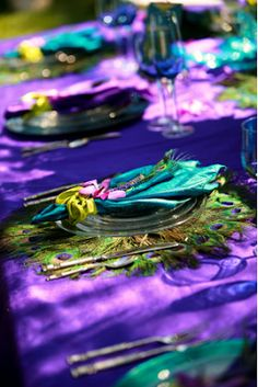 Planning a Peacock Themed Wedding - Wedding Table Decoration | Read more: http://simpleweddingstuff.blogspot.com/2015/08/planning-peacock-themed-wedding.html