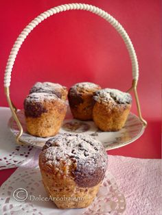 Tutto il profumo delle banane si unisce alla dolce fragranza della farina di avena in questi muffin alla banana pronti in soli 30 minuti.  All the scent of bananas joins the sweet fragrance of oatmeal in these banana muffins ready in just 30 minutes.