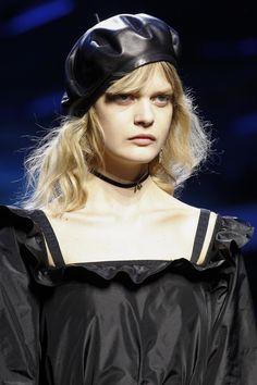 Christian Dior Fall 2017 Ready-to-Wear Fashion Show Details