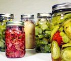 Preserving Food, Pressure Canning, Freezing and Canning Vegetables and Fruit Canning Vegetables, Fruits And Vegetables, Konservierung Von Lebensmitteln, How To Make Pickles, Home Canning, Easy Canning, Canning 101, Pressure Canning, Blood Pressure
