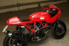 Italian red, Ducati Sport 1000S #CafeRacer - From Triumphbikes. de. Línea Sport de los 70. Esta #Ducati cuenta con semicarenado y unas bonitas llantas de radios   caferacerpasion.com