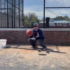 Really like the concept here. Softball Workouts, Softball Memes, Softball Photos, Softball Drills, Softball Coach, Fastpitch Softball, Baseball Hitting Drills, Baseball Dugout, Sport Hair