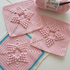 See Free Footsteps, Charts, and Instructions. See now! Granny Square Crochet Pattern, Crochet Flower Patterns, Afghan Crochet Patterns, Crochet Squares, Crochet Ripple Blanket, Crochet Pillow, Crochet Home, Crochet Baby, Easy Crochet