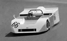 """Chaparral 2J The """"Fan Car"""" : no siempre lo funcional es lindo, en este caso, el Chaparral 2J, desarrollado para la categoría Can Am, con algunos intentos en la F1, un caso de hiperfuncionalidad: 5 motores, efecto suelo posterior, downforce total y rendimiento elevado...siempre que no se rompía. De todos modos, la FIA calificó muchas de sus soluciones como """"dispositivos móviles"""" con lo cual, no lo aprobó...shit happens."""