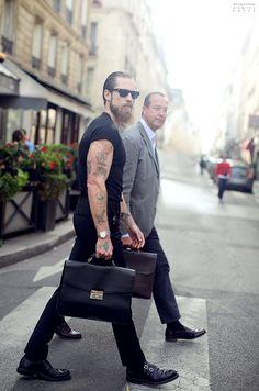 Fashion Men/Uomini Justin O' Shea, Mytheresa. Hipsters, Justin O'shea, Black Casual Shirt, Casual Shirts, Estilo Cool, All Black Fashion, Sartorialist, Gentleman Style, Dapper
