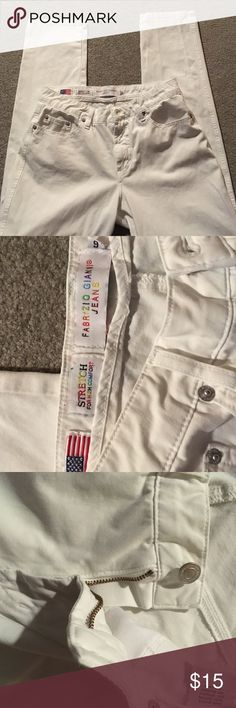 Fabrizio Gianni Stretch White Jean. Size 6 Super comfortable and ready for summer. The stretch make these look awesome and feel even better! fabrizio Gianni Jeans