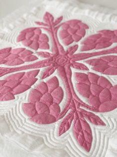 メグとハワイアンキルトな日々 キルティングのピッチ Hawaiian Quilt Patterns, Hawaiian Quilts, Applique Patterns, Applique Quilts, Emerald Earrings, Quilted Bag, Quilt Bedding, Ohana, Real Flowers