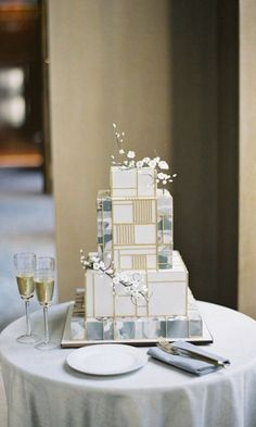 Modern Wedding Cakes 8 Square Wedding Cakes Perfect For A Modern Couple - Tune up your tiers with these geometric wedding day confections. Metallic Wedding Cakes, Small Wedding Cakes, Square Cakes, Wedding Cakes With Cupcakes, Wedding Cake Designs, Geometric Cake, Geometric Wedding, Modern Cakes, Birthday Cakes