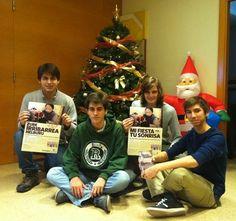 Opus Dei - Con los carteles de la campaña de este año.