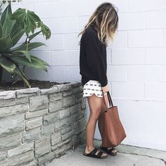 shorts outfit outfit summer preppy What to Wear with Birkenstocks – Glam Radar Source by birkenstock outfit Birkenstock Outfit, Black Birkenstock, Outfit With Birkenstocks, Spring Summer Fashion, Spring Outfits, Black Summer Outfits, Summer Wear, Sandals Outfit Summer, Summer Shorts
