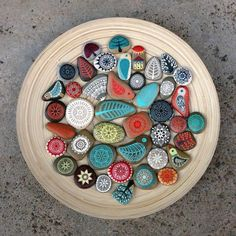 Creative Diy Ideas For Pebble Art Crafts! Pebble Painting, Dot Painting, Painting Patterns, Pebble Art, Stone Painting, Stone Crafts, Rock Crafts, Arts And Crafts, Art Rupestre