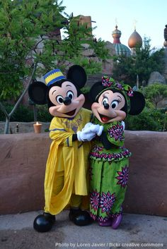 Meeting African Mickey and Minnie at Disney's Dine Under the African Stars - Disneyland Paris.