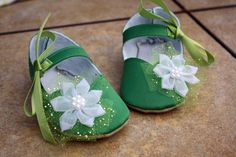 Tinkerbell Shoes...Must make these!!
