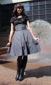 Tutorial high waisted skirt http://imaprincessblog.wordpress.com/2013/04/15/patterns-high-waisted-skirts/