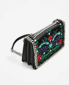 Image 3 of PRINTED CROSSBODY BAG WITH CHAIN DETAIL from Zara