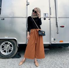Get the Cool of Black Wallpaper Korean for iPhone 11 Today from Black Wallpaper Korean Best travel beach outfit womens fashion ideas Modern Hijab Fashion, Hijab Fashion Inspiration, Fashion Ideas, Fashion Trends, Outfits For Teens, Trendy Outfits, Fashion Outfits, Plaid Outfits, Womens Fashion