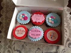 #cupcakes día de la #madre para regalar a una madrina. Gracias Sra. Diana!!! #flores #rosas #papelarroz #fotopapel #miskitrujillo