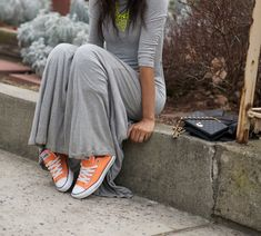 Love the color mix - can never go wrong with grey & a pop of color!