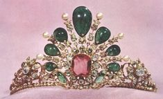 EMERALD__DIAMOND_TIARA.jpg (500×304)