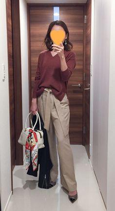 - Leather jacket: ASTRAET - Sweater: MUJI - Wide leg pants: Tomorrowland - Bag: J&M DAVIDSON - Scarf: Manipuri - Pumps: Jimmy choo