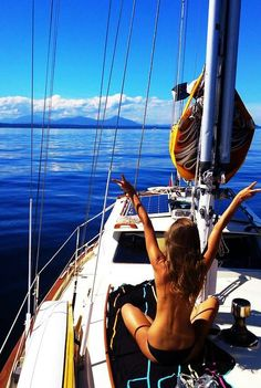 Enjoying the freedom of a beautiful day out on the water - http://trendwine.blogspot.com