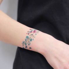 Small Tattoos sells temporary tattoos designed by professional artists and designers. Our temporary tattoos are safe and non-toxic. Classy Tattoos, Pretty Tattoos, Beautiful Tattoos, Mini Tattoos, Body Art Tattoos, Small Tattoos, Tatoos, Wrist Tattoos For Women, Tattoos For Guys