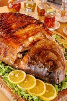Receita saborosa de peixe assado temperado com vinho....