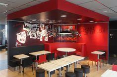 KFC   Mobilier sur mesure, restauration rapide, color   Groupe Lindera Kfc, Restaurants, Decoration, Table, Retail, Inspiration, Furniture, Home Decor, Fast Foods