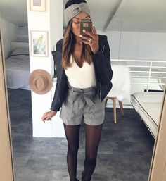 black leather jacket and winter shorts love the whole look Mode Outfits, Short Outfits, Casual Outfits, Fashion Outfits, Womens Fashion, Fashion Ideas, Woman Outfits, Fashion Shoes, Fashion Tips