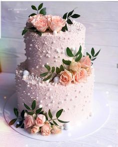 YES OR NO?? Amazing wedding cake @tort_annako93 This cake is so chic and so glam!!!! Perfect for a wedding #weddingcake #wedding #flowers…