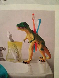 Teeth Rex: Use a craft knife to cut square holes (big enough to fit the bottom of a toothbrush handle) into a hollow plastic dinosaur. Bathroom Kids, Kids Bath, Diy Rangement, Boy Room, Child's Room, Kids Decor, Dinosaur Kids Room, Boys Dinosaur Bedroom, Dinosaur Room Decor