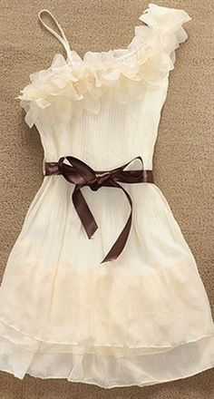 OMG.... how cute is this dress with a pair of cute flip flops.... :)