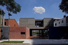 a Casa Boaçava, em São Paulo, Brasil. Projeto do escritório Una Arquitetos. #arquitetura #arte #art #artlover #design #architecturelover #instagood #instacool #instadesign #instadaily #projetocompartilhar #shareproject #davidguerra #arquiteturadavidguerra #arquiteturaedesign #instabestu #decor #architect #criative #photo #decoracion #concreto #afeto #casaboacava #SP #unaarquitetos