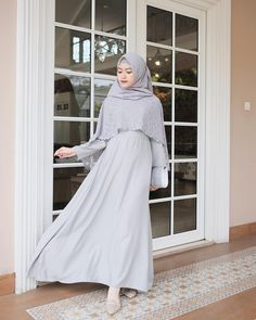 Image may contain: 1 person Hijab Dress Party, Hijab Style Dress, Muslim Women Fashion, Islamic Fashion, Elegant Dresses For Women, Lovely Dresses, Pregnant Party Dress, Muslimah Wedding Dress, Moslem Fashion