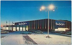 Gorgeous shot of the Carson, Pirie, Scott and Company department store in the… Mall Of America, Shopping Malls, Shopping Center, Department Store, Back In The Day, Vintage Shops, Old School, Nostalgia, The Past