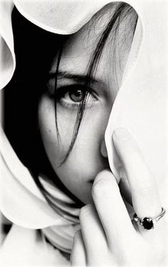 Photography Black And White Portrait Faces 56 Ideas Portrait Photos, Foto Portrait, Female Portrait, Girl Photography Poses, Creative Photography, Eye Photography, Kreative Portraits, Photographie Portrait Inspiration, Black And White Portraits