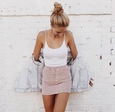 Blush pink denim skirt! What a cute OOTD