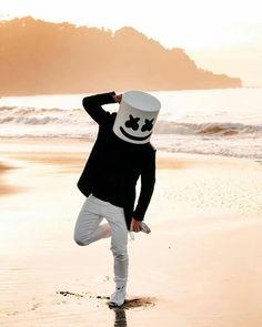 Marshmello at the beach Dj Music, Music Is Life, Dj Alan Walker, Marshmallow Pictures, Dj Marshmello, Marshmello Wallpapers, Anne Maria, Joker Wallpapers, Gaming Wallpapers