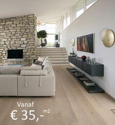 Eiken vloer met licht interieur en flintstones op muur haard