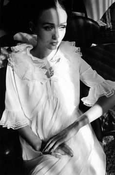 Jeanloup Sieff 1962 – Ina Balke – Palm Beach. love the pose and light