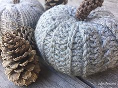 Just because we all need more crochet pumpkin patterns. Love it. Free pattern.