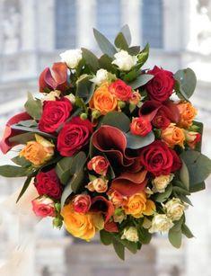 Aznapi legszebb virágainkból összeállított színes, kerek csokor