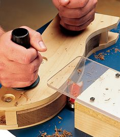 A router can be one of the most versatile tools in your shop. Here are a few of our favorite tips and tricks to help you get the most out of your router. Router Jig, Router Woodworking, Woodworking Magazine, Woodworking Techniques, Popular Woodworking, Woodworking Projects, Woodworking Apron, Wood Router, Router Projects