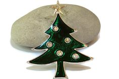 Tancer II Christmas tree brooch pin  от BellaLindaBoutique на Etsy