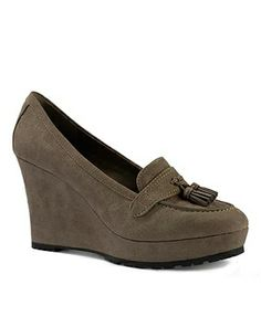 CHARLES & KEITH WEDGES http://www.majorbrands.in/brand/cl_2-c_1511-pr_1502851-i_1942617-b_52/ck180390196.html